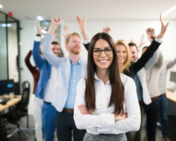 現場と上層部の板挟みに悩むマネージャーのストレスを軽減させる8つのアイデア