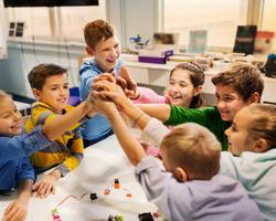 小学校の班活動に学ぶはじめてのチームワーク