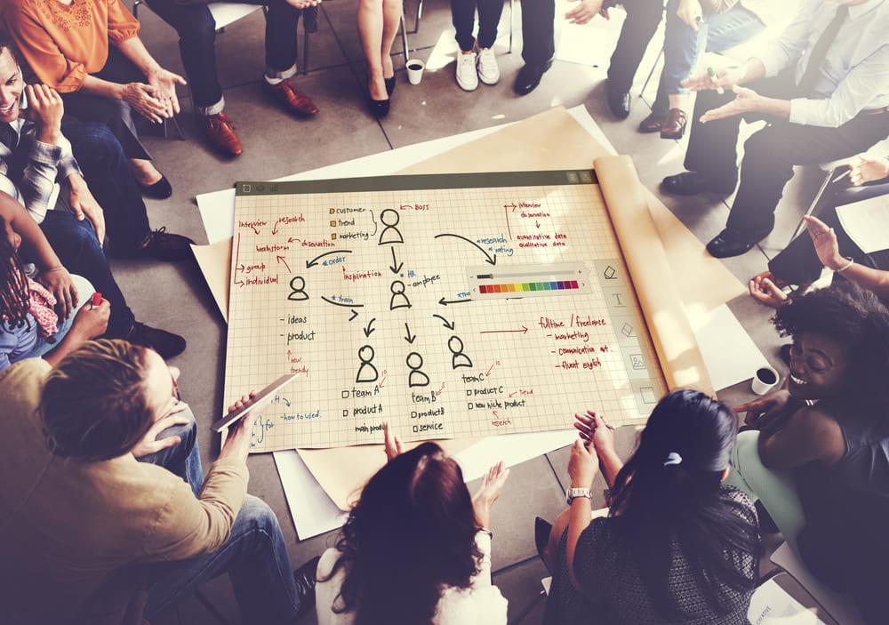 フラットな組織構造でプロジェクトがスムーズに? 代表的な3つの組織構造を比較してみる