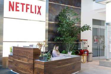 エクストリームチーム「ネットフリックス」の例:休日無制限制リモートワークで多国籍企業となる