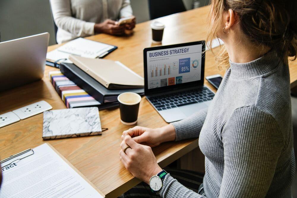 新入社員が組織に定着するのに有効な『クロスマネジメント』の仕組みを作る