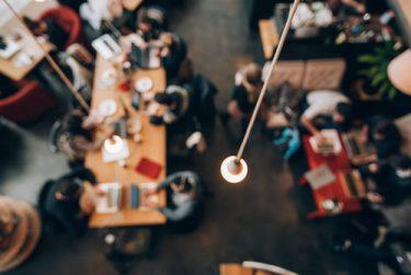 コワーキングスペースか、カフェか、自宅か… テレワークの場所は用途によって使い分け