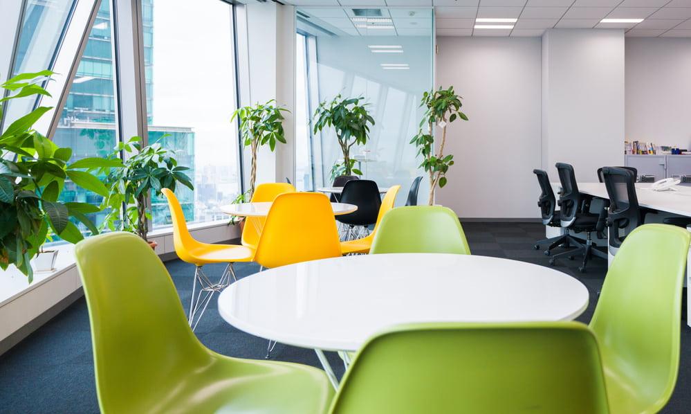 社内のカフェスペース。