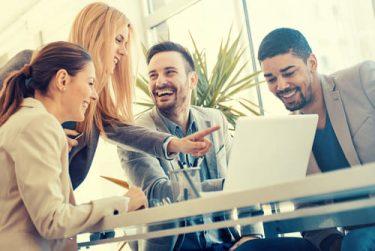 『幸福を呼ぶインタビュー力』に学ぶ、職場に幸福を呼び寄せるコミュニケーション術