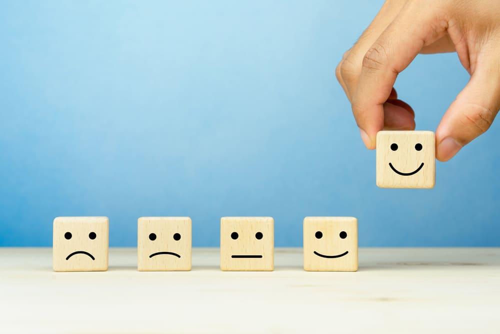 5つの表情から一番の笑顔を持ち上げる