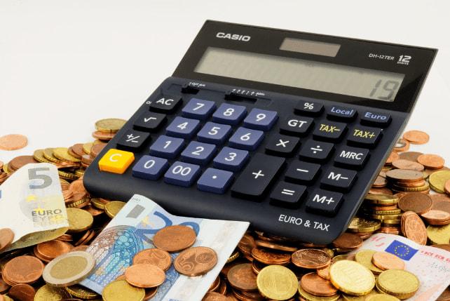 電卓と外資通貨。